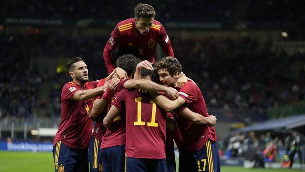 Fotbalisté Španělska slaví. V úvodním semifinále Ligy národů v Miláně porazili úřadující mistry Evropy z Itálie 2:1.