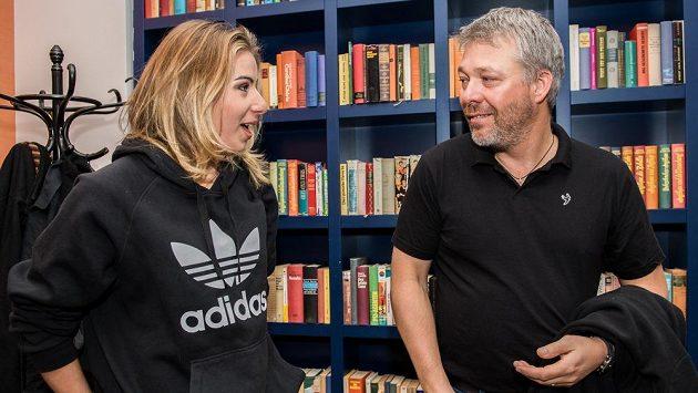 Ester Ledecká na archivním snímku s trenérem Tomášem Bankem.