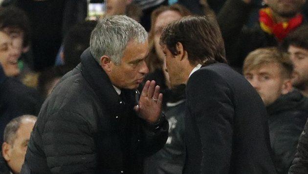 Tvé chování je nezdvořilé, vyčetl José Mourinho (vlevo) Antoniovi Kontemu.