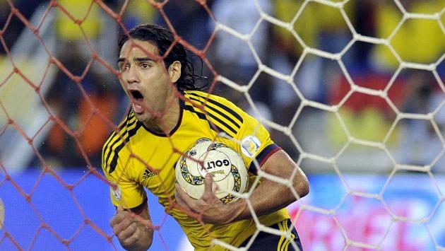 Radamel Falcao zařídil kolumbijský postup dvěma proměněnými penaltami.