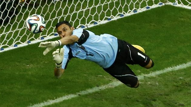 Kostarický gólman Keylor Navas míří do Realu.
