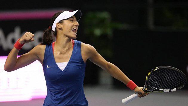 Francouzská hrdinka Caroline Garciaová se raduje z postupu do Světové skupiny Fed Cupu na úkor Američanek.