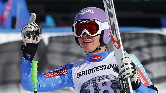Slovinská lyžařka Tina Mazeová se raduje v cíli sjezdu v Garmisch-Partenkirchenu.