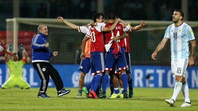Paraguayci se radují po výhře v Argentině.