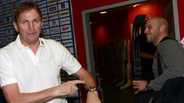 Bývalý trenér české hokejové reprezentace Alois Hadamczik možníá naznačuje, co dozrál čas, aby se do fotbalu vrátil.