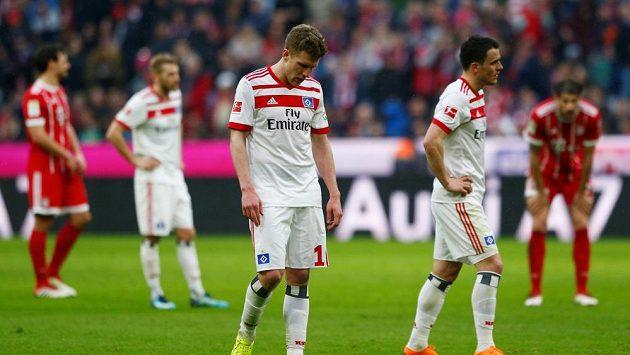 Zklamaní fotbalisté HSV po prohře 0:6 s Bayernem.