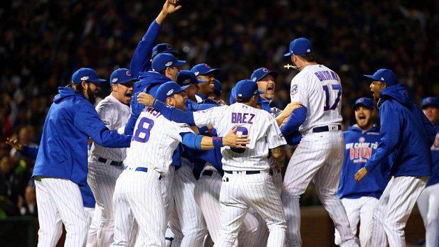 Baseballisté Chicaga Cubs se radují z postupu do MLB