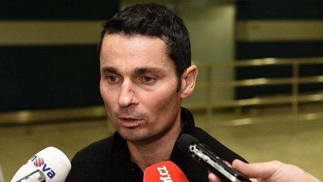 Jiří Ježek po příletu do Prahy z amerického Greenvillu, kde utrpěl těžká zranění při MS handicapovaných cyklistů.