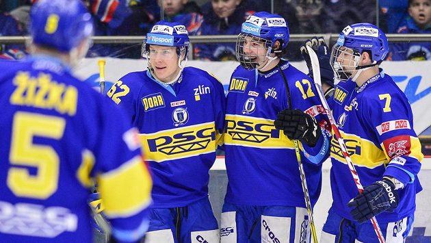 Hokejisté Zlína se radují ze vstřelené branky. Ilustrační snímek.