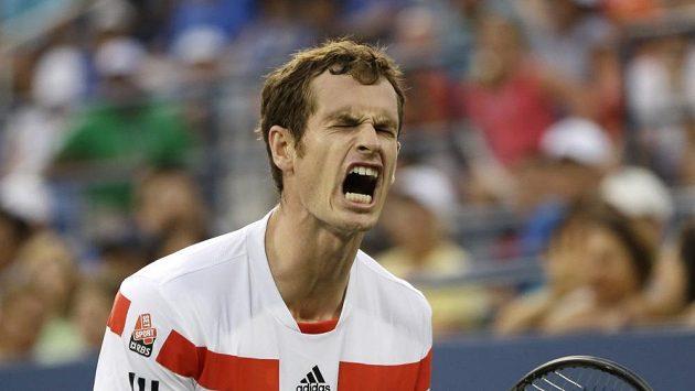 Andy Murray se raduje z vítězství nad Leonardem Mayerem.