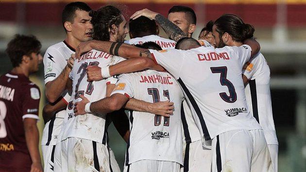 Hráči Crotone slaví postup do SerieA
