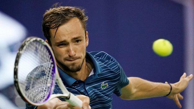 Daniil Medveděv během semifinále v Šanghaji.