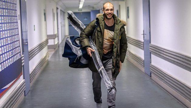 Usměvavý Michal Vondrka je zpátky v tréninku.