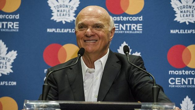 Generální manažer hokejistů Toronta Lou Lamoriello byl vyhlášený nejlepším GM v sezoně NHL 2019/20.
