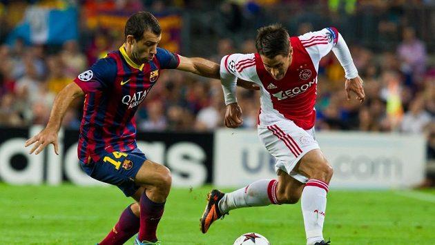 Javier Mascherano (vlevo) v duelu Ligy mistrů s Ajaxem.