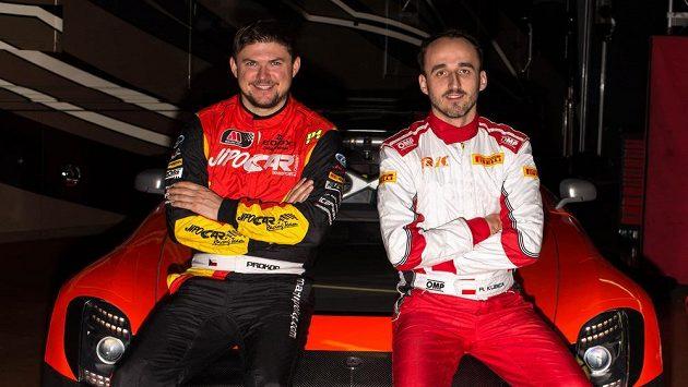 Účastník mistrovství světa v rallye Martin Prokop (vlevo) si vyzkouší závody na okruzích a v týmu MP Sports bude mít hvězdného polského spolujezdce Roberta Kubicu (vpravo).