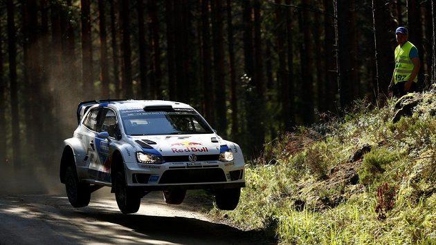 Francouz Sébastien Ogier na Finské rallye.