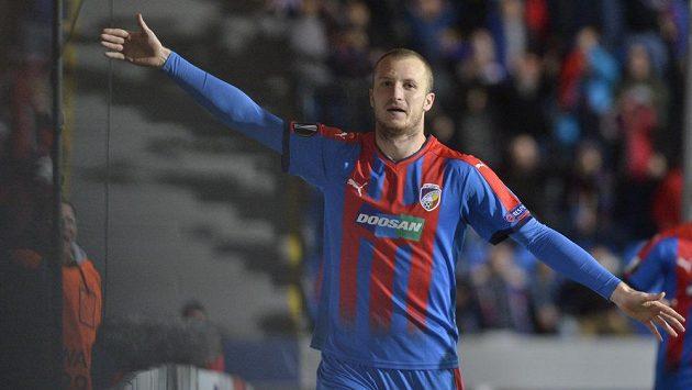 Michael Krmenčík z Plzně se raduje z gólu proti Luganu.