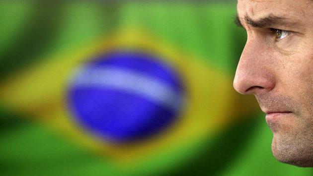 Mark Webber na tiskové konferenci v brazilském Interlagosu.