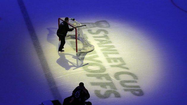 Play off NHL vrcholí. O pohár se utká Chicago s Bostonem.