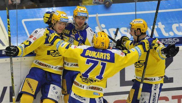 Zlínští hokejisté (zleva) Robert Říčka, Ondřej Veselý, Roberts Bukarts a Petr Holík se radují z gólu