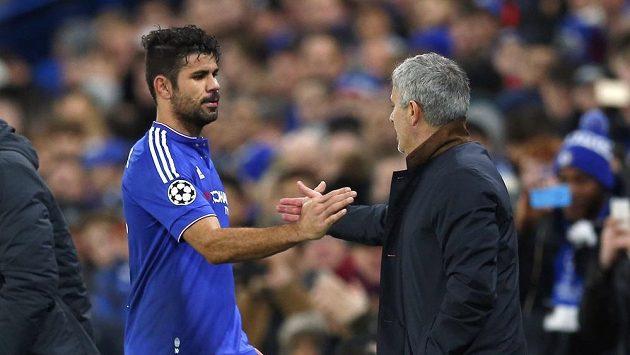 Kouč Chelsea José Mourinho měl s některými hráči problém.