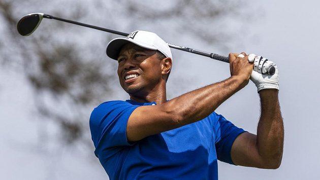 Golfista Tiger Woods hraje krátkou ránu na turnaji v Austin Country Club. Ilustrační foto.