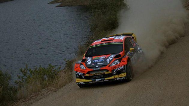 Martin Prokop s Fordem Fiesta na trati Mexické rallye v místě, kde Ott Tanak skončil ve vodě.