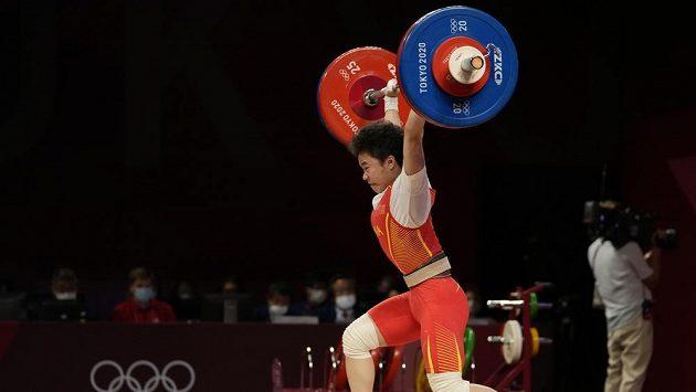 Vzpěračka Chou Č'-chuej vybojovala v Tokiu zlato.