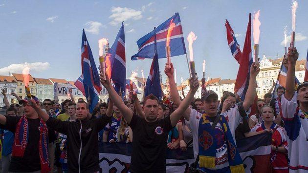 Hokejoví fanoušci českobudějovického klubu pochodovali ve středu centrem města s požadavkem zachování extraligy v Českých Budějovicích.