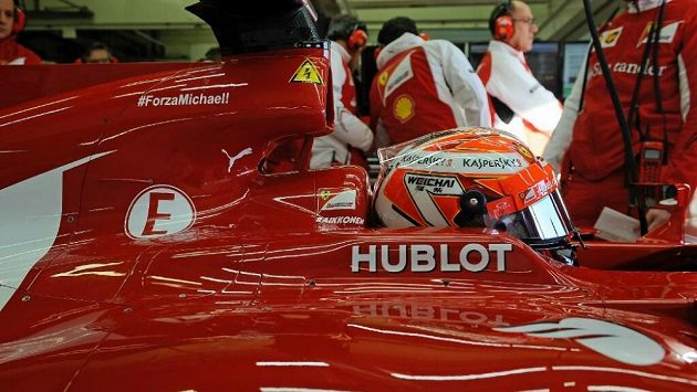Forza Michael! Stáj Ferrari nepřestává myslet na těžce zraněného Michaela Schumachera.
