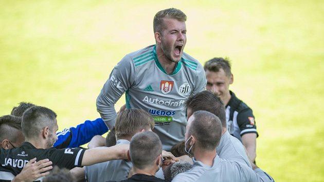 Vojtěch Vorel z Českých Budějovic se raduje z druhého gólu.