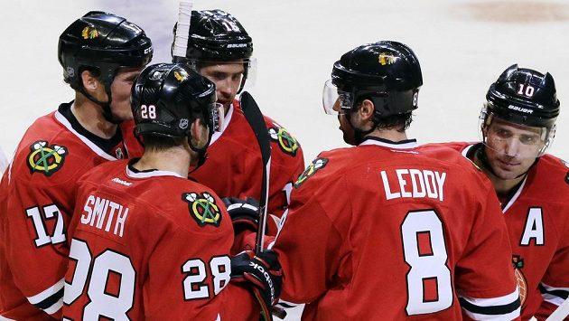 Hokejisté Chicaga Blackhawks obhajují v NHL titul.