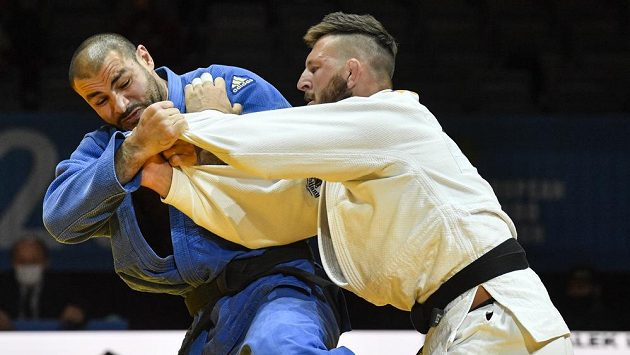 Judista Lukáš Krpálek z ČR (vlevo) prohrál bitvu o bronz na ME s Guramem Tušišvilim z Gruzie.