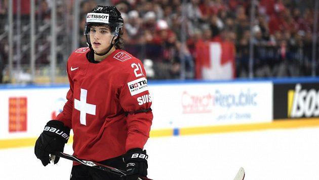 Švýcarský útočník Kevin Fiala během utkání s Lotyšskem.