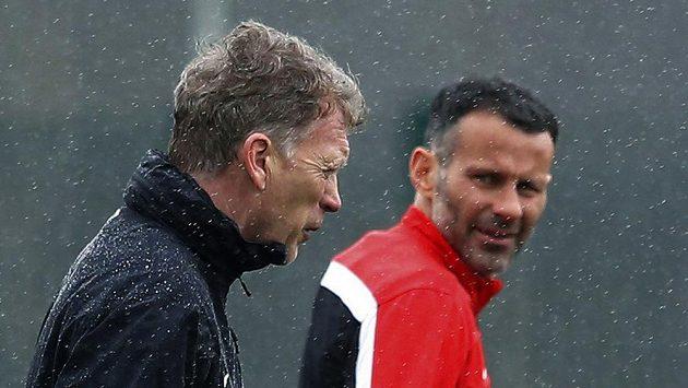 Trenér Manchesteru United David Moyes (vlevo) a záložník Ryan Giggs.