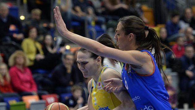 Sonja Petrovičová z ZVVZ USK Praha a Tamara Abaldeová ze Salamanky (vpravo).