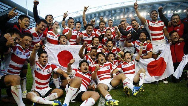 Radost japonských ragbistů po výhře nad favorizovanými Jihaofričany neznala mezí.