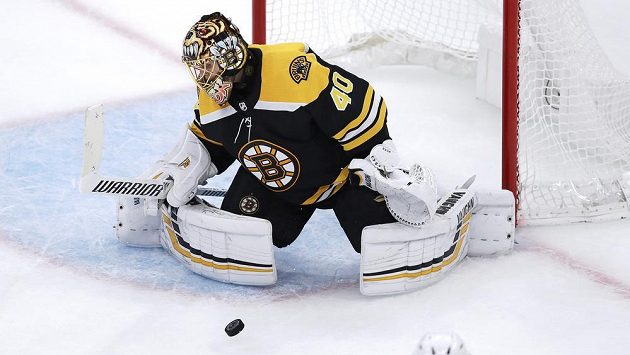 Brankář Bostonu Bruins Tuukka Rask.