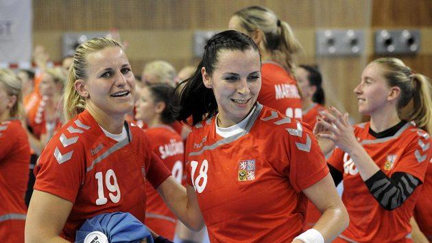 Helena Štěrbová (vlevo) a Iveta Luzumová po zápase s Nizozemskem.