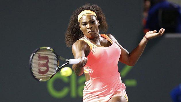 Serena Williamsová při semifinále v Miami, kde vyřadila Rumunku Simonou Halepovou.