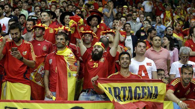 Španělští fanoušci během utkání mistrovství Evropy proti Turecku.