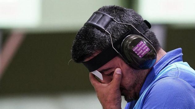Íránský střelec Džavád Forúghí v emocích po zisku zlata na OH.