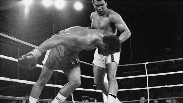 Legendární boxerský zápas Muhammad Ali (vpravo) vs. George Foreman.