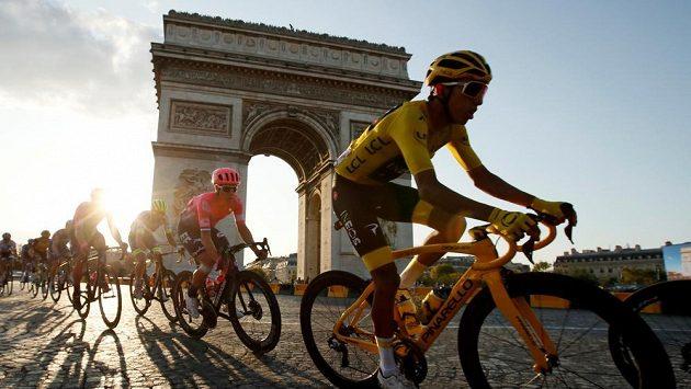 Tour de France 2019, vítězný Egan Bernal z Kolumbie v poslední etapě.