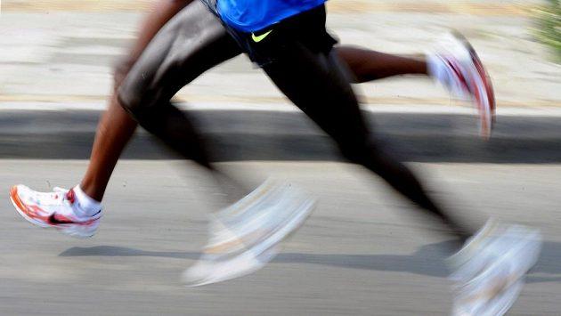 Keňští běžci na půlmaratónu v Medellínu.
