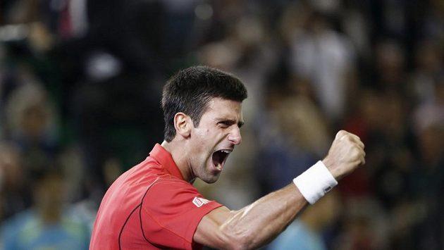 Srbský tenista Novak Djokovič poráží Argentince Juana Martína del Potra a v Šanghaji získává titul.