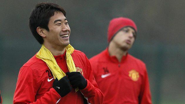 Fotbalista Manchesteru United Šindži Kagawa (vlevo) při tréninku.