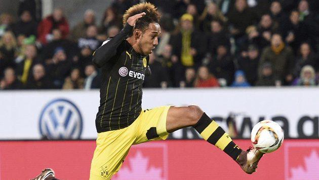 Dortmundský kanonýr Pierre-Emerick Aubameyang při utkání s Wolfsburgem.