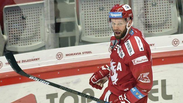 Martin Růžička z Třince se raduje z gól proti Spartě.